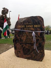 Ángel Sanz Briz emlékkő