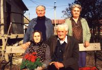 Buzi János és felesége (ülnek)