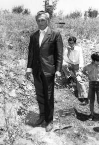 Fertitics Ferenc fát ültet a Yad Vashemben